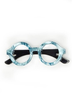 Broche con forma de gafas azules