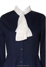 Blusa con lazo en el cuello azul y blanca