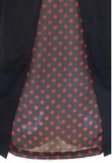 Camiseta negra con mariposa brillos y lunares rojos