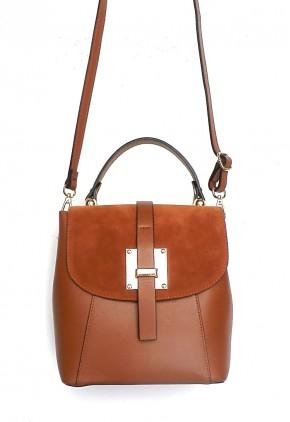 Bolso y mochila en uno tostado de moda en piel y serraje