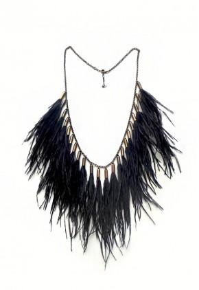 Collar Boho de plumas negras y cadena dorada