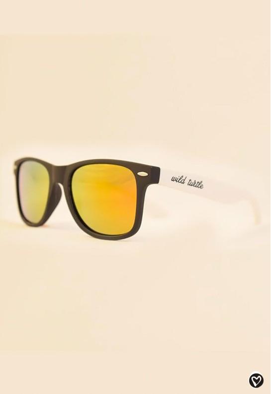 Gafas de sol negras y dorado ultraligeras
