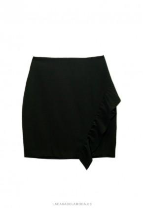 Falda negra tubo corta