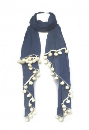 Pañuelo algodón denim azul con pompones.
