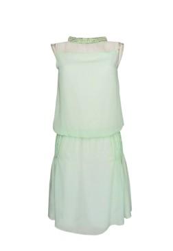 Vestido de fiesta elegante corto verde y cuello tortuga