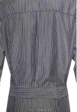 Vestido masculino de rayas y manga larga