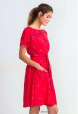 Vestido rojo casual corto y estampado