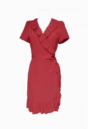 Vestido rojo cruzado con pequeños topitos y volantes en cuello pico