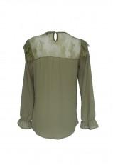 Blusa con encaje y volantes verde greenery con manga larga