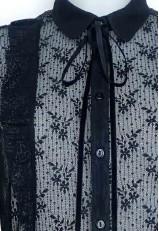 Camisa de encaje negra con volantes y lazo