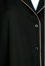 Camisa pijamera negra con botones en los puños