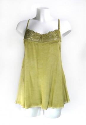 Top lencero verde de satén con encaje y largo