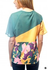 Camiseta con mensaje en gallego verde y amarilla