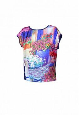Camiseta encaje azul y rosa con estampado patio de flores