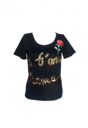 Camiseta negra con lentejuelas y rosa bordada