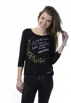 Camiseta negra holgada y cuello redondo scoop con frase y estrellas para mujer