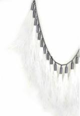 Collar plumas finas blancas y cuello prendas con nudo cadena